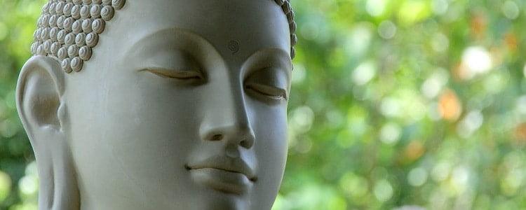 Mediterend boeddha beeld