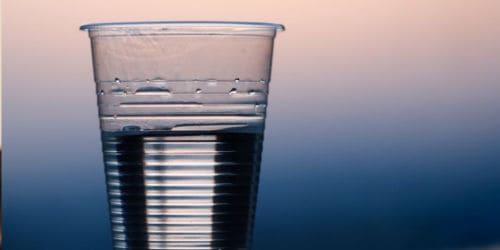 Drink voldoende water om stress tegen te gaan